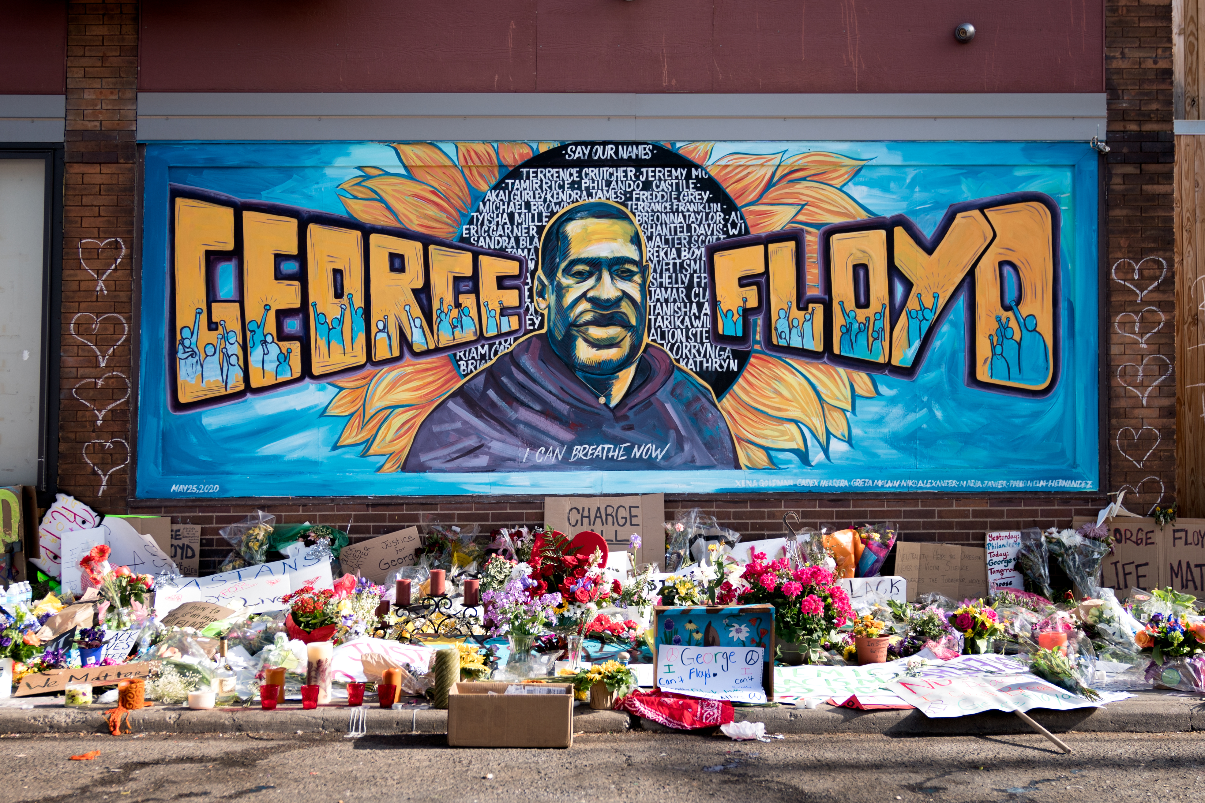Graffiti in Minneapolis (USA) honouring George Floyd, a victim of police brutality. (Photo: reproduction)
