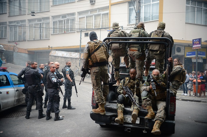 Rio de Janeiro – Police operation following attacks on the Police Pacification Unit (UPP) bases in the communities of Cantagalo and Pavão-Pavãozinho.