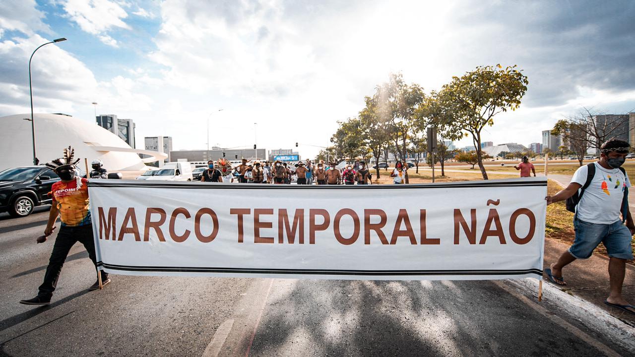 Povos indígenas participam de manifestação em Brasília contra a tese do marco temporal. Foto: Eric Terena/Mídia Índia