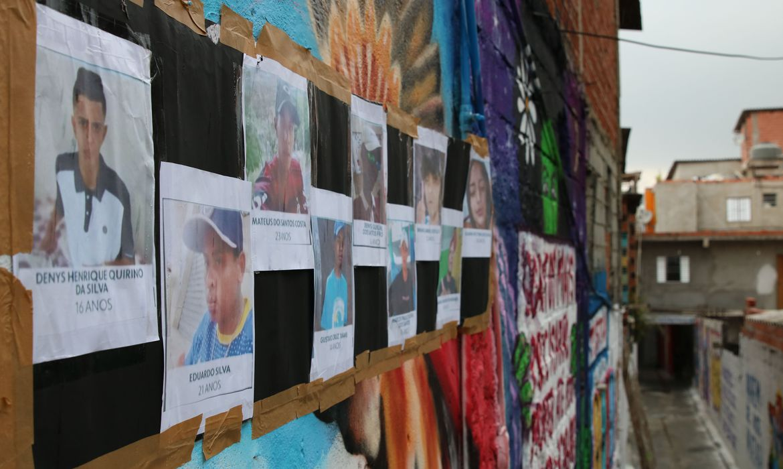 Beco é grafitado para homenagear os jovens mortos em Paraisópolis. Foto: Rneva Rosa/Agência Brasil