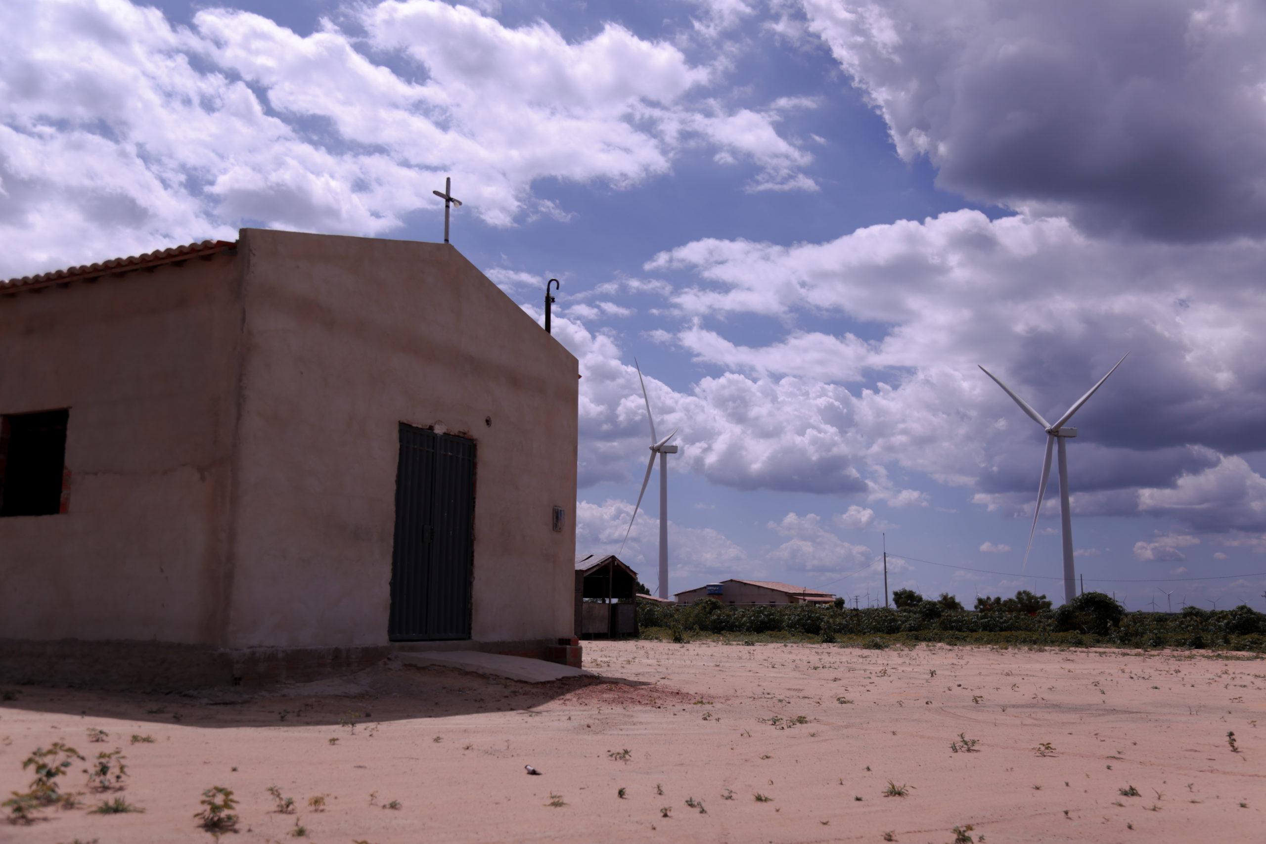 Parque eólico na região da Chapada do Araripe, território que compreende os estados de Pernambuco, Ceará e Piauí. Foto: João Paulo Brito/Conectas