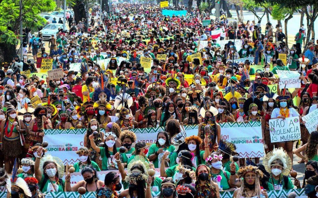 Participantes da II Marcha Nacional das Mulheres Indígenas, ocorrida em Brasília (DF), em setembro de 2021. Foto Alass Derivas   @derivajornalismo